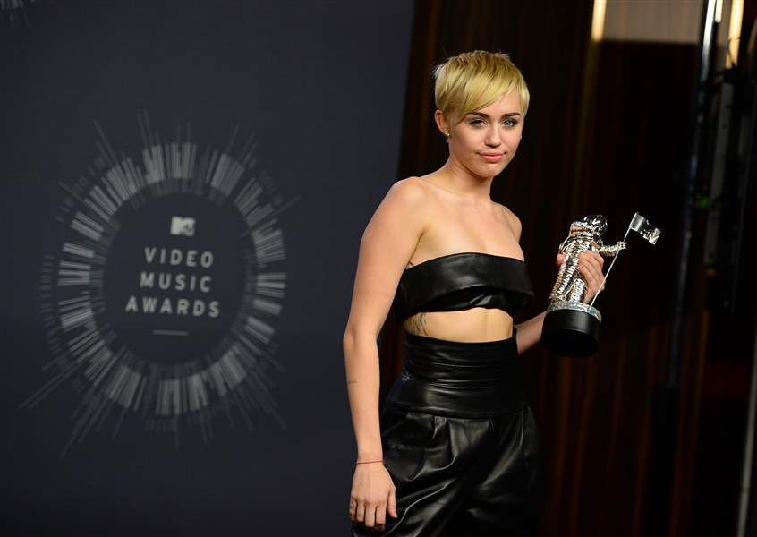 2014-MTV-Video-Music-Awards-Press-Room-1