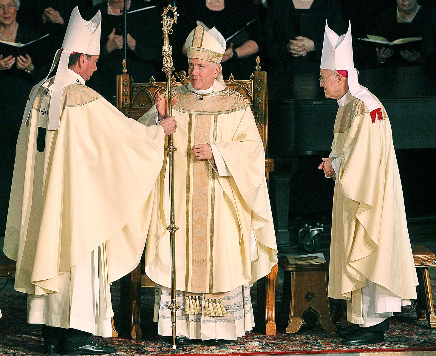 Church luminaries drawn to greet 8th toledo bishop the blade kristyandbryce Image collections