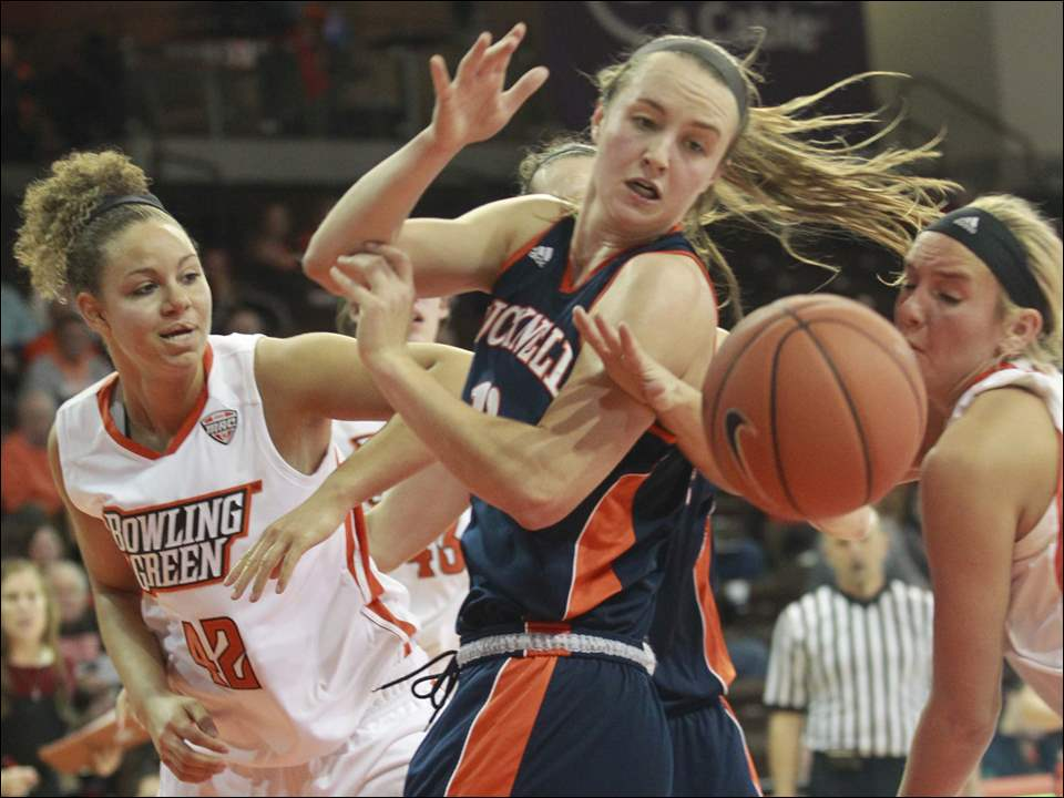 Bowling Green State University's Lauren Webb (42) tries to get the rebound as she battles with Bucknell University's Claire DeBoer (12).