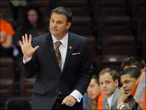 New BGSU head coach Chris Jans gives instructions to his team on the court against Wright State.