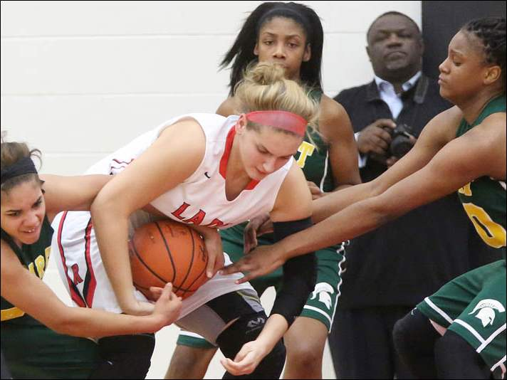 Start's Mariah White, left, and Michae'la Perdue, right, battle Rogers' Sydney Petty, center, for control of the ball off a rebound.