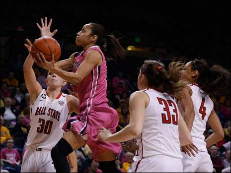 Toledo's Inma Zanoguera drives through Ball State defenders.