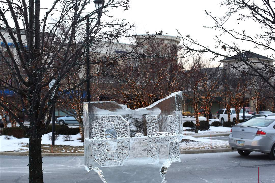 WebPbgWINTERFEST20A-finished-Ohio-ice-sculpture