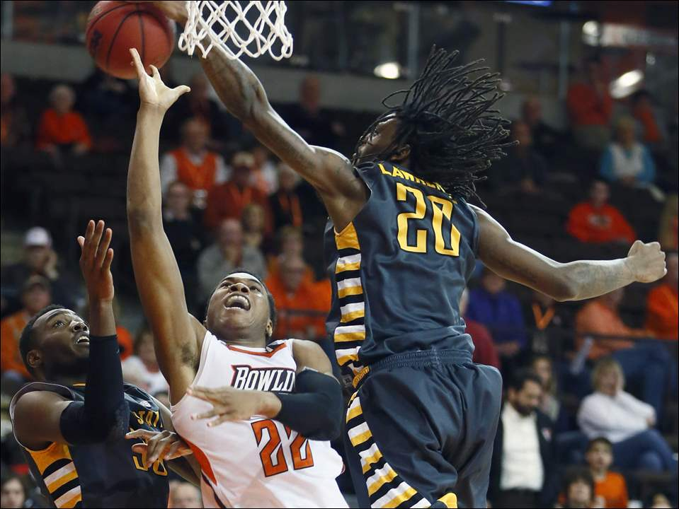 Bowling Green State University forward Richaun Holmes is blocked by Kent State forward Marquiez Lawrence (20).