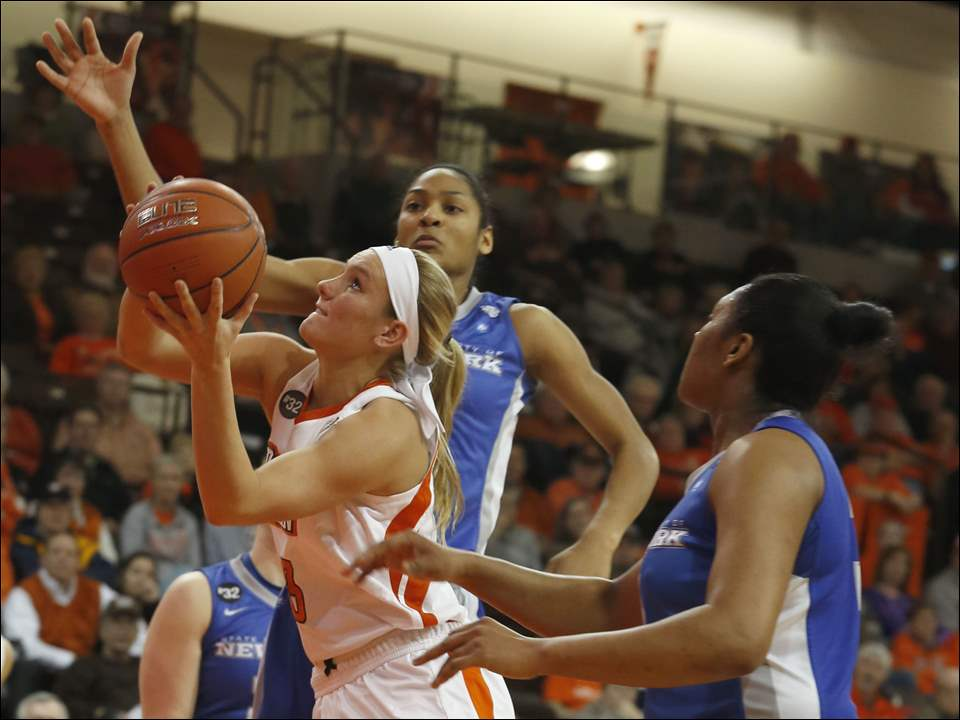 Buffalo's Christa Baccas tries to block BGSU's Deborah Hoekstra.