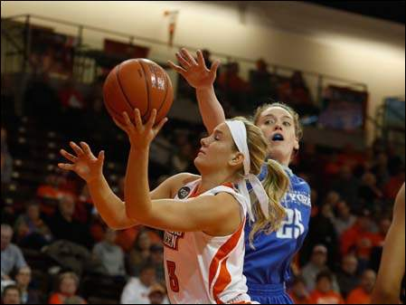 BGSU's Deborah Hoekstra shoots under pressure from Buffalo's Kristen Sharkey.