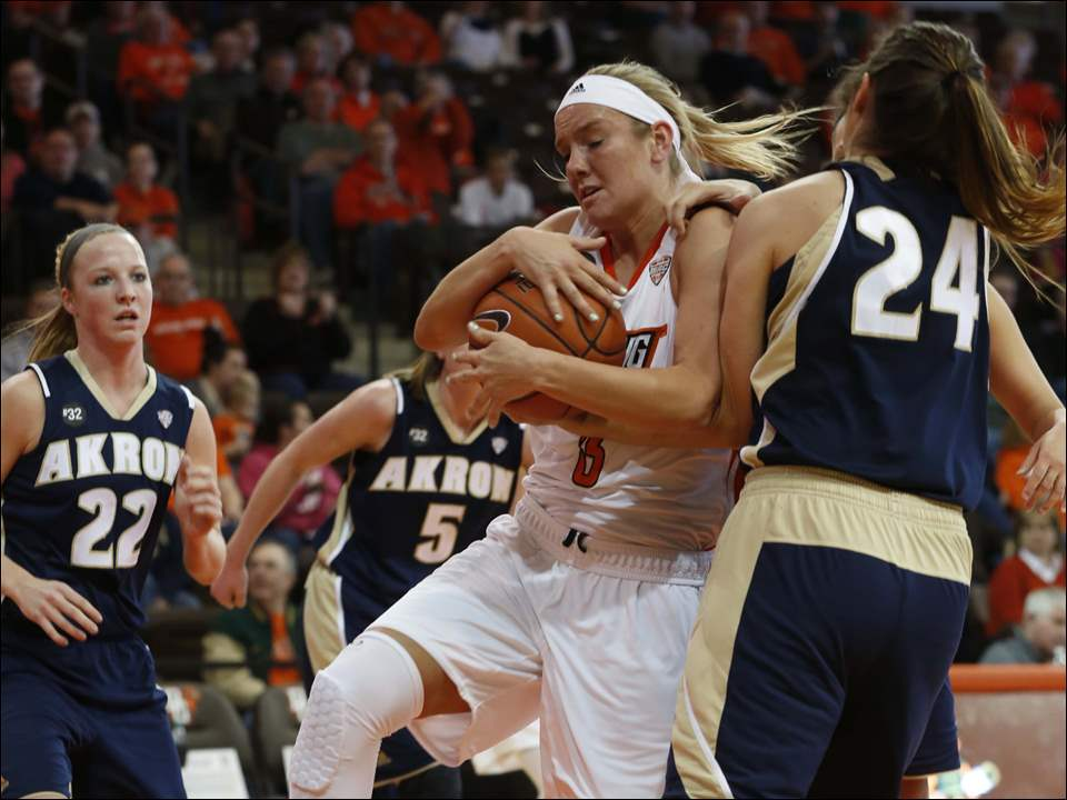 BG's Deborah Hoekstra holds on to the ball despite the efforts of UA's #24, Katie Nunan.