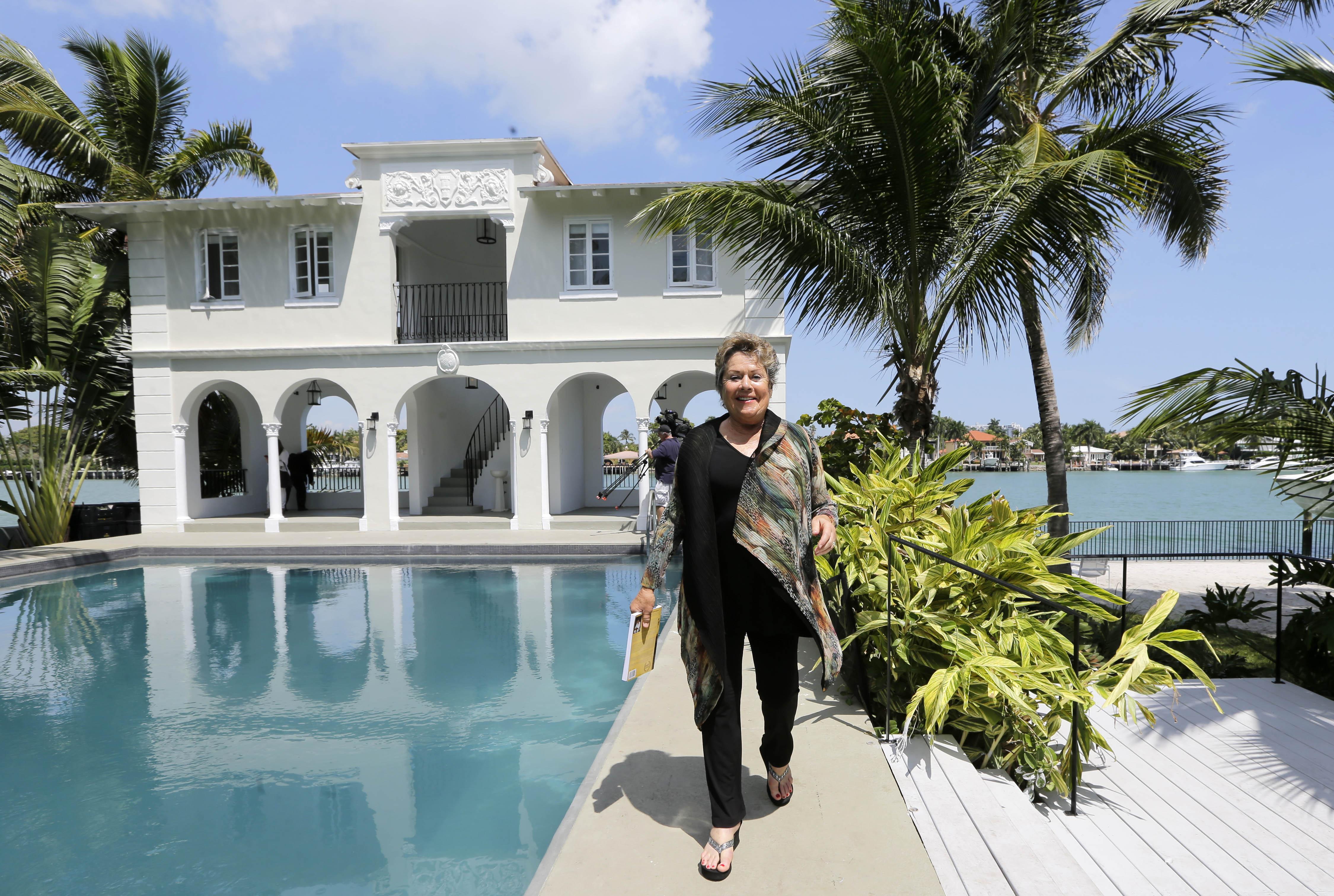 Al Capone S Restored Miami Beach Mansion Begins New