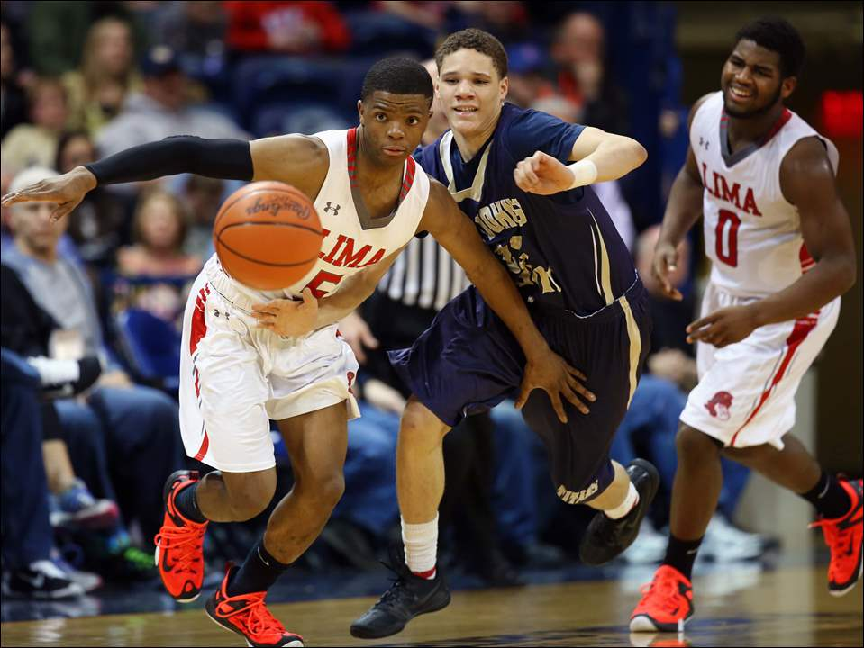 St. Johns' Aaron Thompson (22) and Lima Senior's Xavier Simpson (5) chases a loose ball.