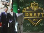 Ohio State wide receiver Devin Smith poses for photos with NFL commissioner Roger Goodell, left, and former New York Jets players Emerson Boozer after being selected by the Jets.