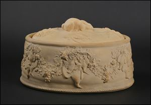 An English Wedgwood large game dish with liner and rabbit finial, 19th century.