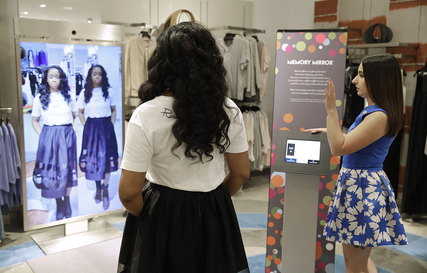 Magic Mirrors Boosts Retailers Sales The Blade
