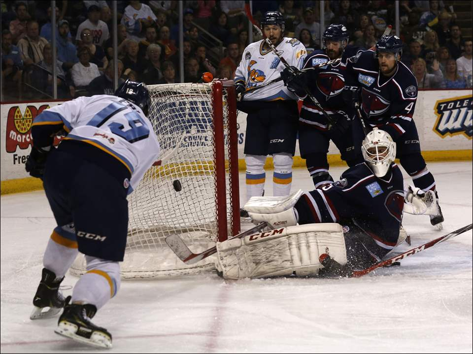Toledo's Martin Frk attempts to score against South Carolina Stingray goalie Jeff Jakaitis during the first period.