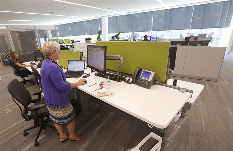 Superbe Maumee Resident Holli Fortney, A Senior Interior Designer, Stands At An  Adjustable Workspace At The La Z Boy Headquarters. She Can Use The Same  Space While ...