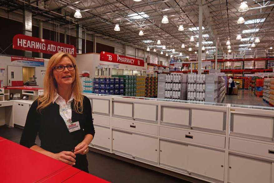 BIZ Costco11p Barbara Ray Is The Optical Manager At Perrysburg Costco Store