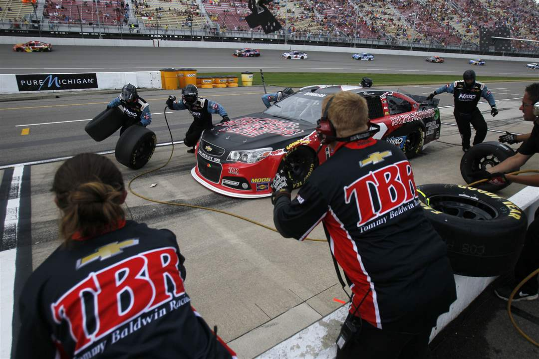 spt-nascarCrew-members-work-on-Ale