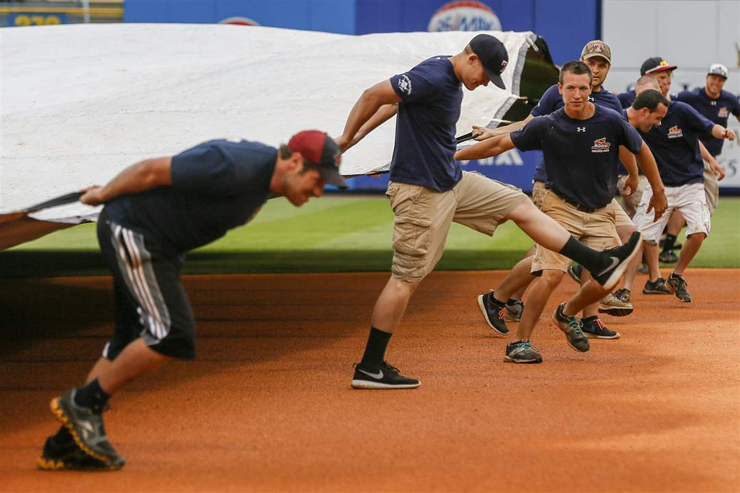 SPT-hens19pThe-grounds-crew-pulls-th