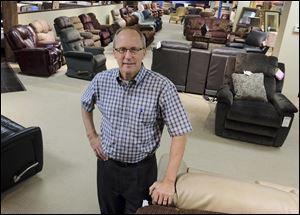Genoa S Samsen Furniture To Be An Art Van Store Toledo Blade