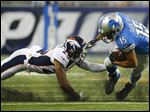 Detroit Lions wide receiver Golden Tate (15) tries pulling aw