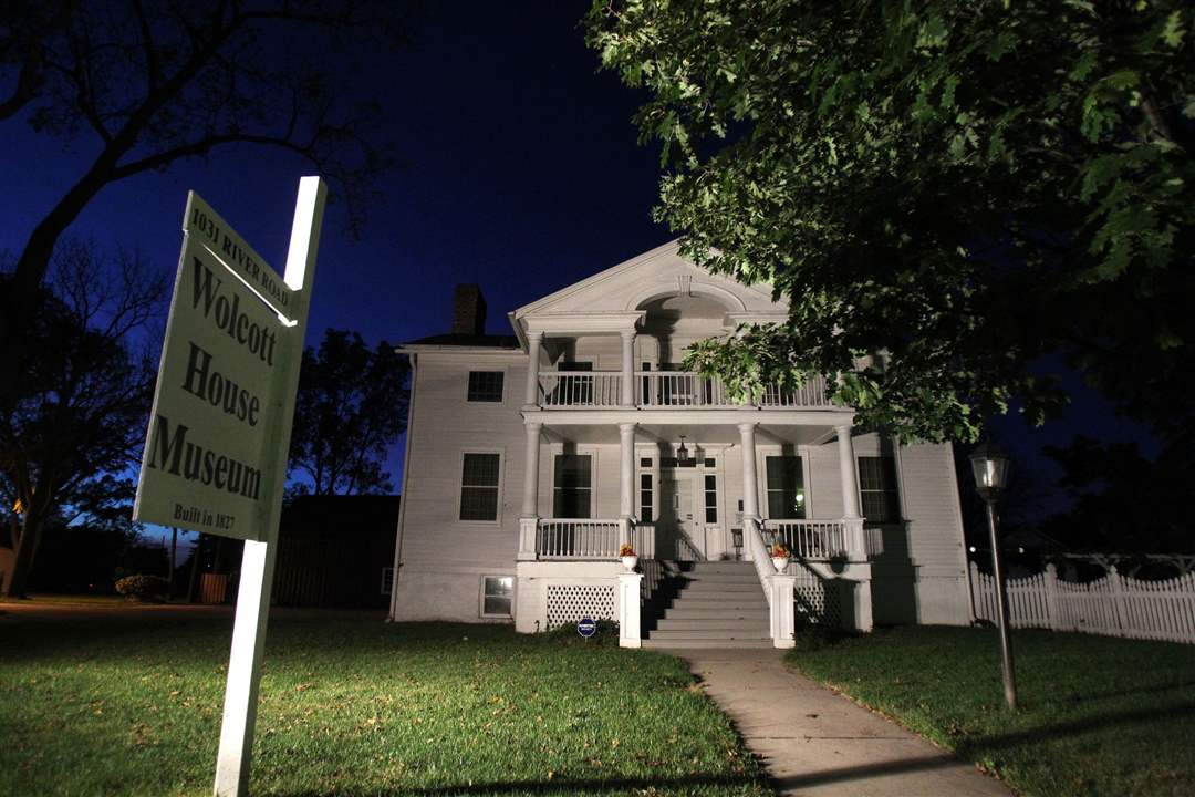 FEA-Wolcotttour10pThe-Wolcott-House-is-lit-up-at-nig