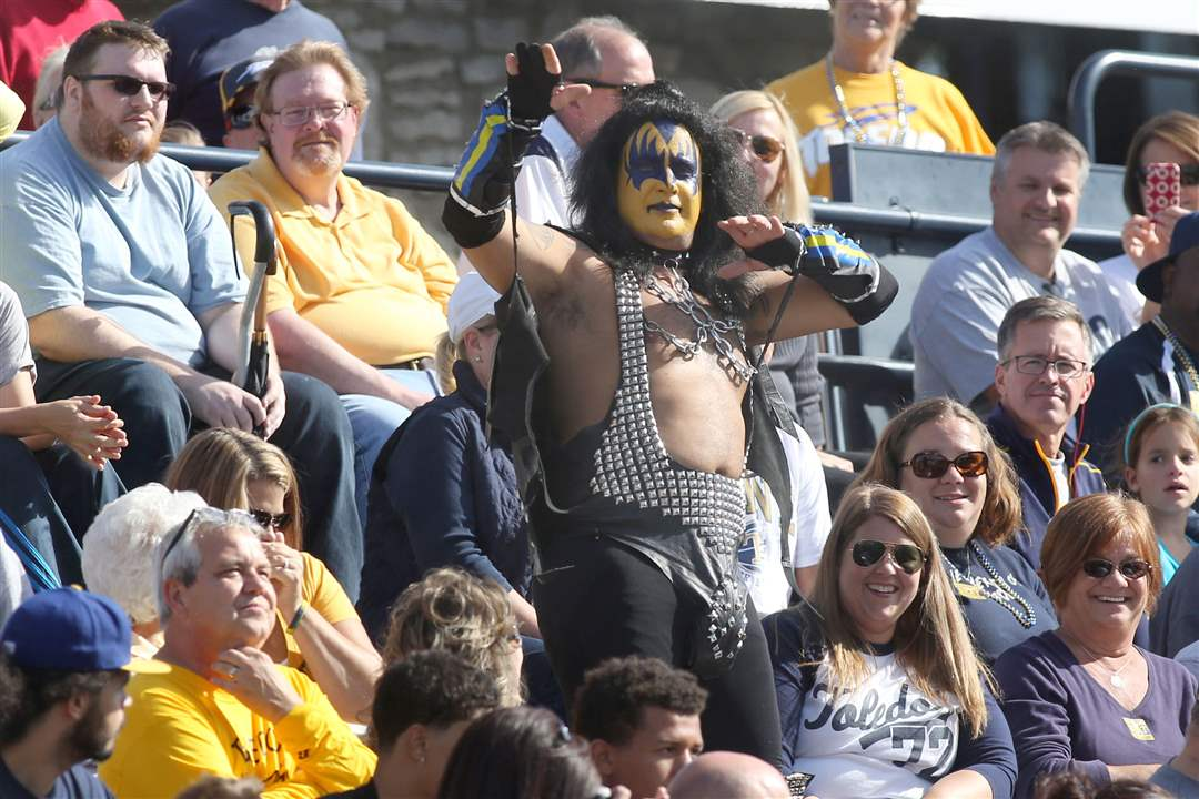 UTfb11A-Toledo-fan-takes-it-to-the