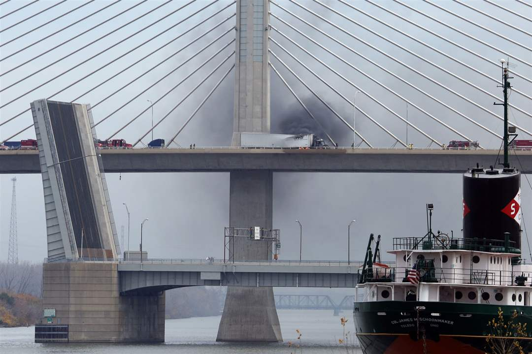 Skyway-bridge-fireFirefighters-work-to-extinguish