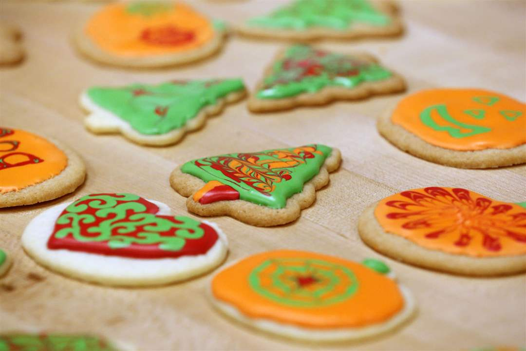 FEA-cookietabowens29Decorated-holiday-coo