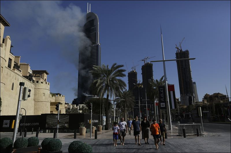 New Year's Eve skyscraper fire in Dubai smolders into 2016 ...