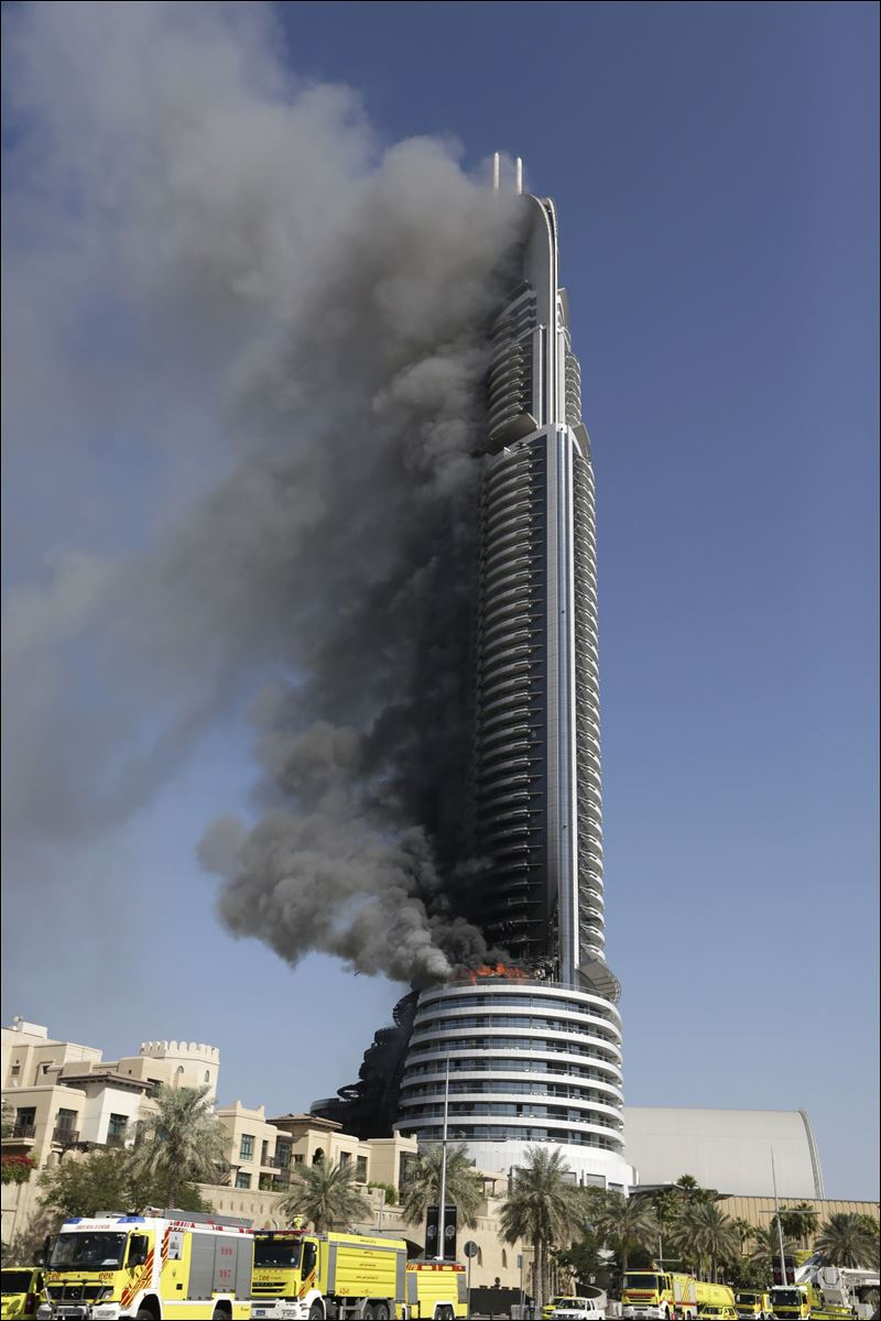 New year 39 s eve skyscraper fire in dubai smolders into 2016 for Top hotels in dubai 2016
