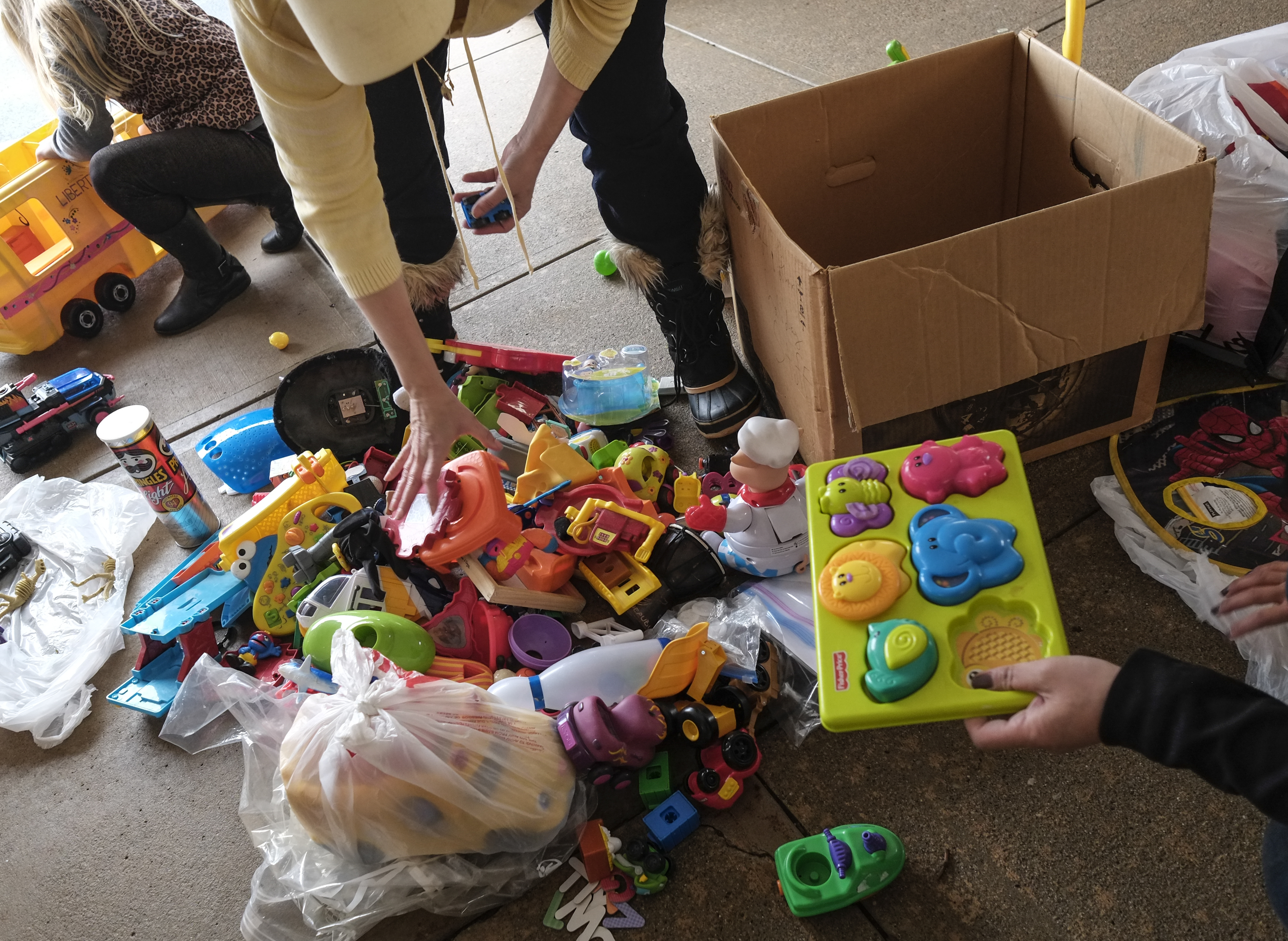 Gently Used Toys : Locals donate gently used toys at levis commons the blade