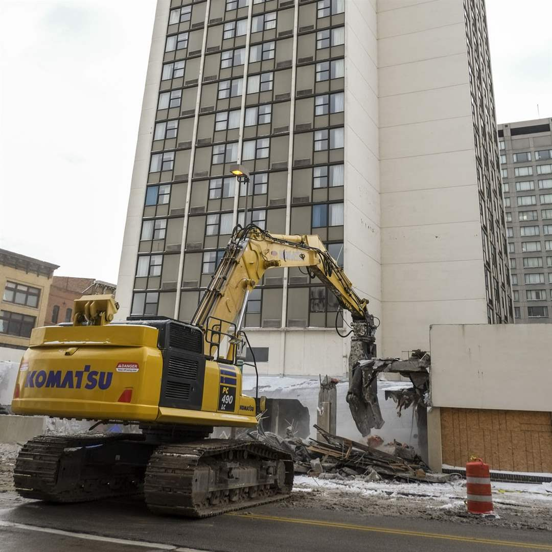 CTY-demolitionPart-of-the-Hotel-Seagate-is-de