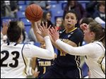 Toledo's Kaayla McIntyre, who had 15 points and seven rebounds, looks to pass between Akron's DiAndra Gibson, left, and Greta Burry.