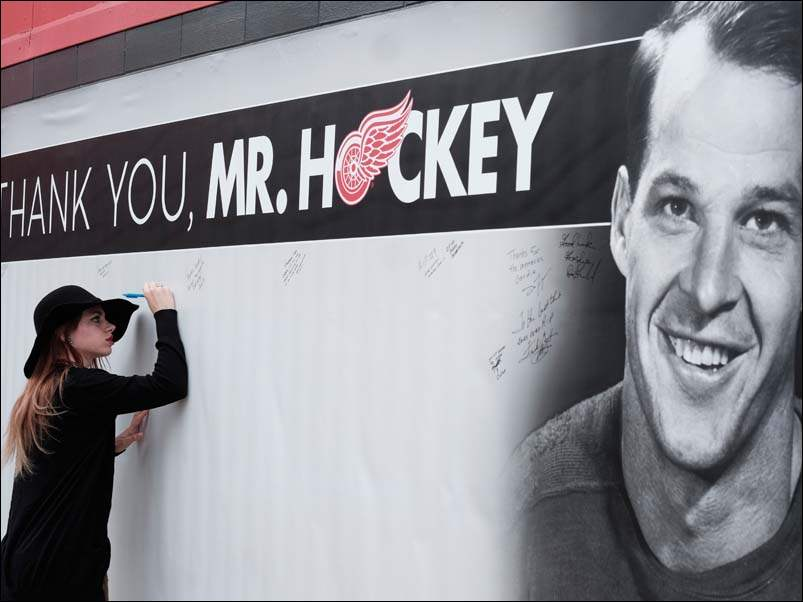 Allyison Karczynski of Livonia, Mich., is among the first to sign a banner during a public funeral service at for Gordie Howe at Joe Louis Arena.