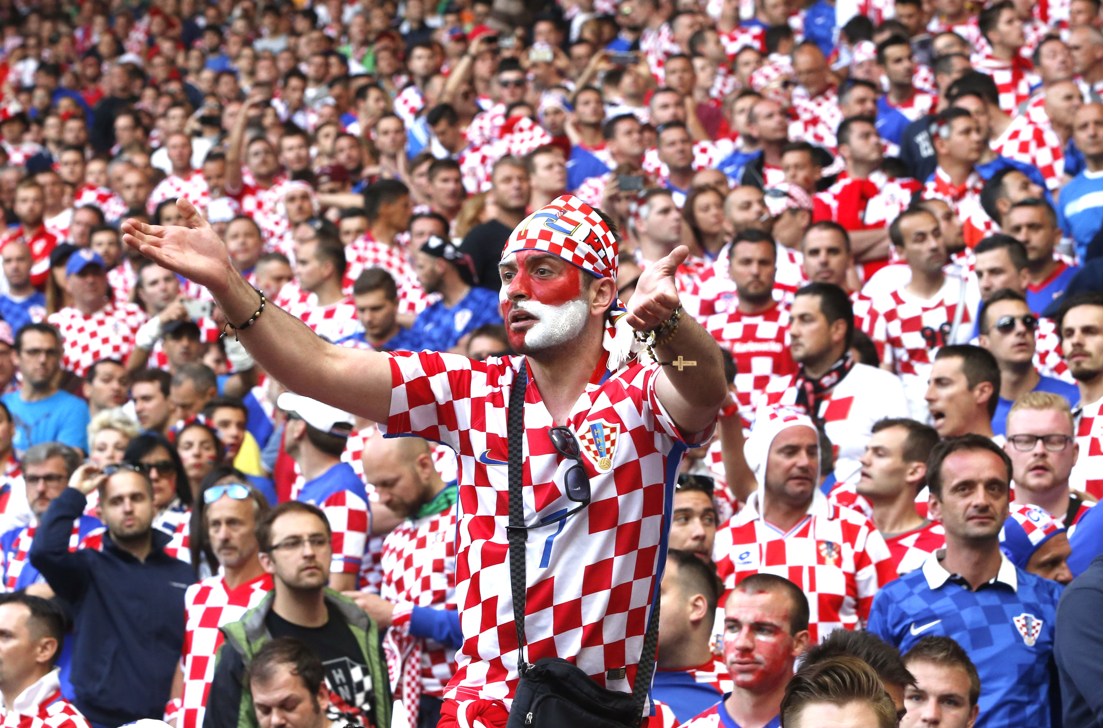 Croatia soccer team welcomed home with 'Champions' chant ... |Croatia Soccer Fans