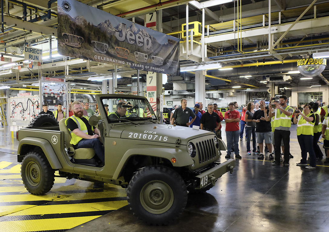 Newest Jeep Wrangler Goes Retro The Blade