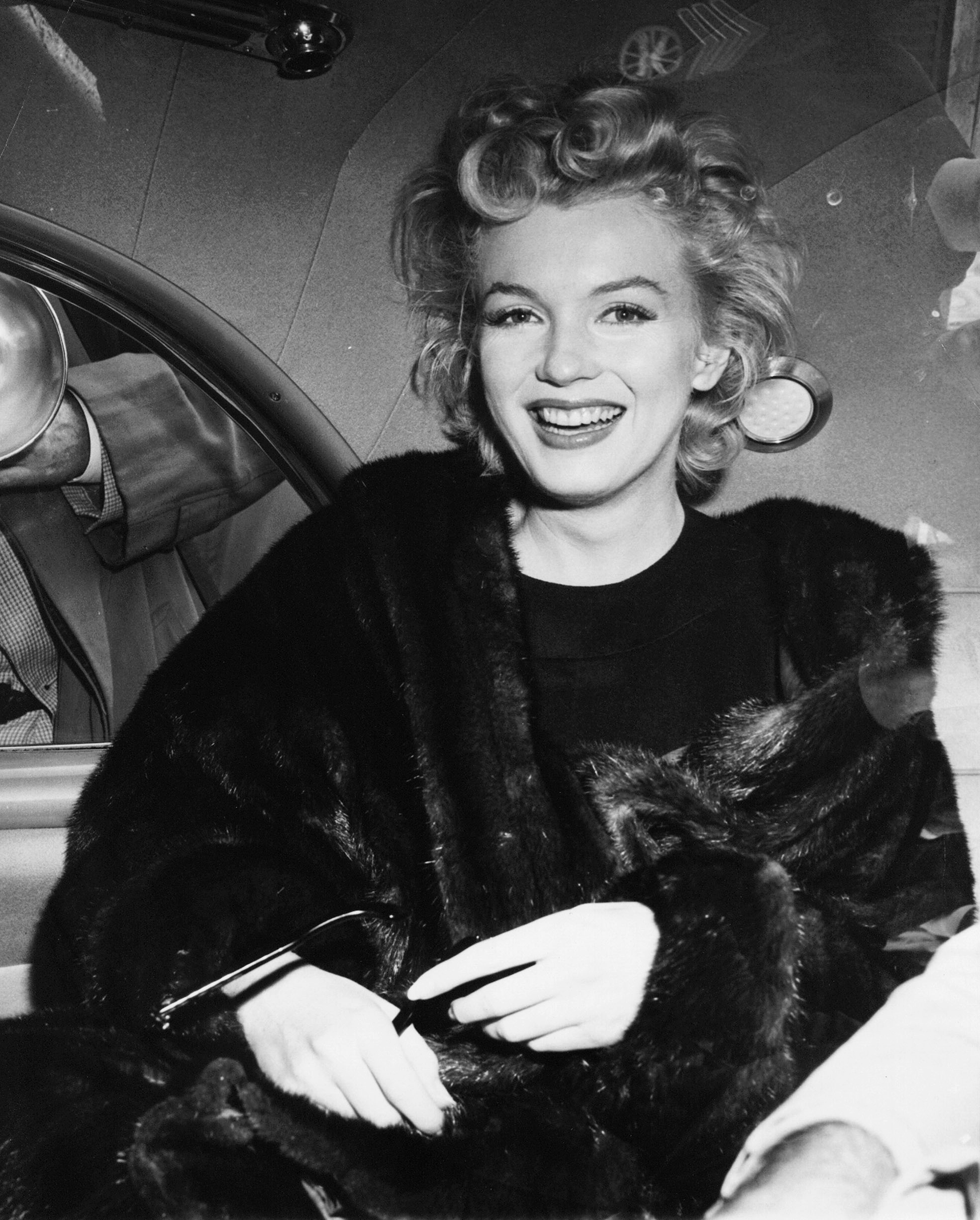 Marilyn Monroe 39 S Tresses And Dresses Going Up For Auction