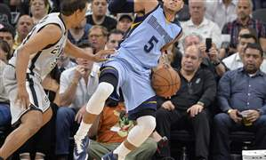 Grizzlies-Spurs-Basketball