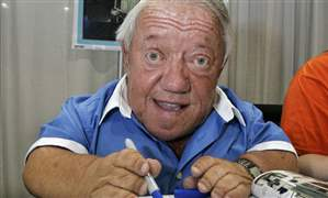 CORRECTION-Britain-Obit-Kenny-Baker