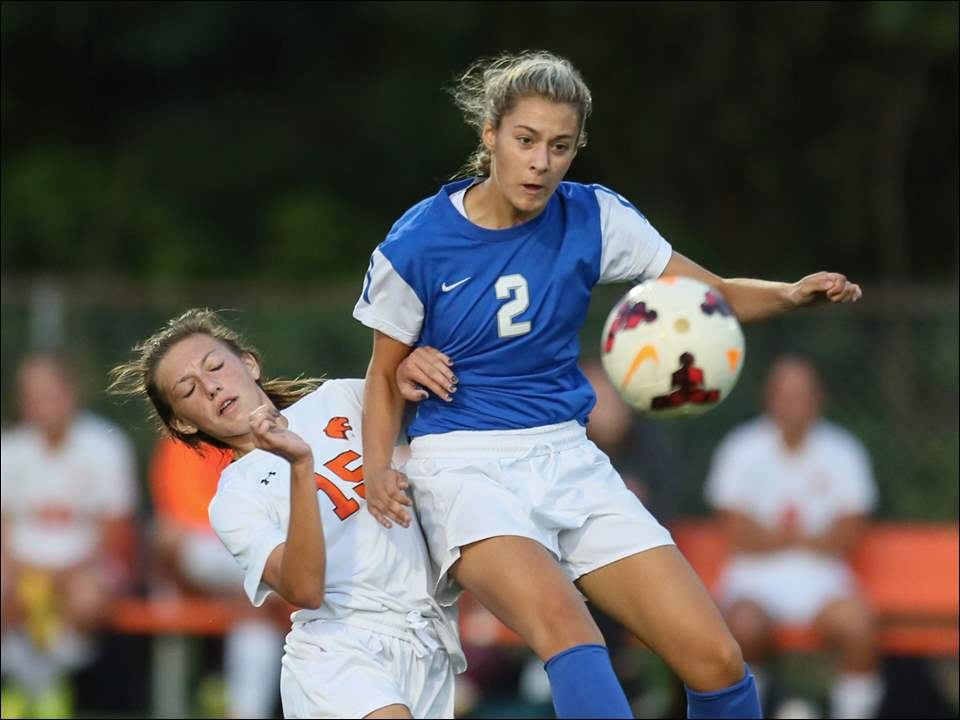 Anthony Wayne's Emile Reese, right, moves the ball away from Southview's Ma'Kayla Hill.