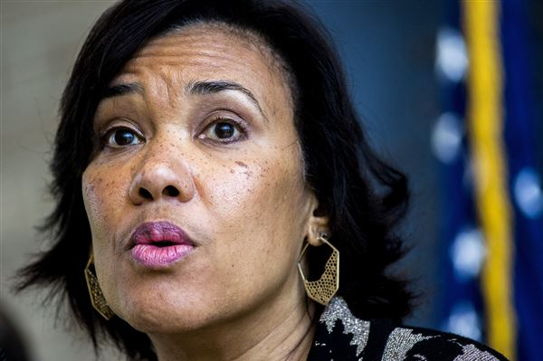 Flint mayor wants to keep Detroit water after lead crisis""