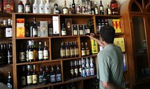 Mideast-Iraq-Alcohol-Ban