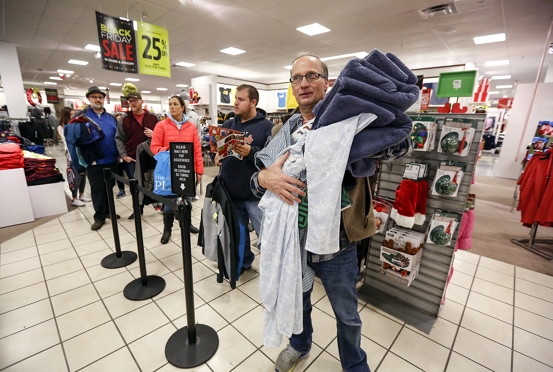 Steady Crowds Replace Mad Rush On Black Friday The Blade
