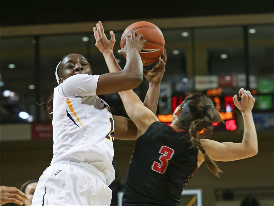 UT's Olivia Cunningham and Ball St.'s Carmen Grande vie for a rebound in the first half.