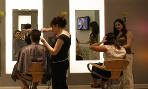 hairstylist-hair-salon-haircut