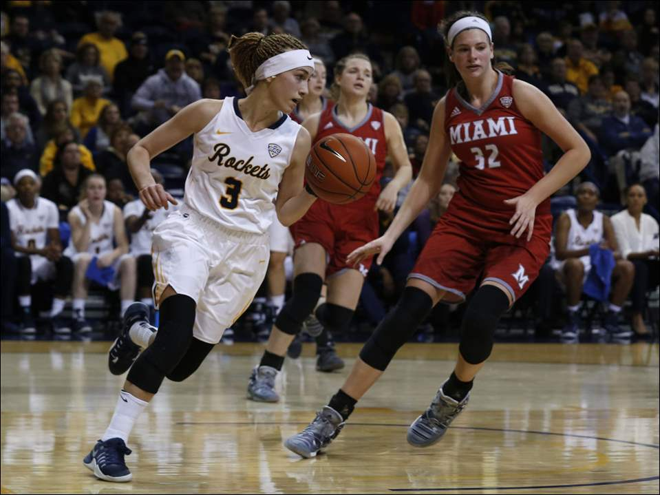 Toledo's Mariella Santucci dribbles around Miami's Savannah Kluesner.