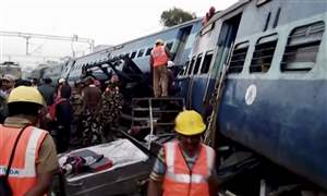 India-Train-Derails-23