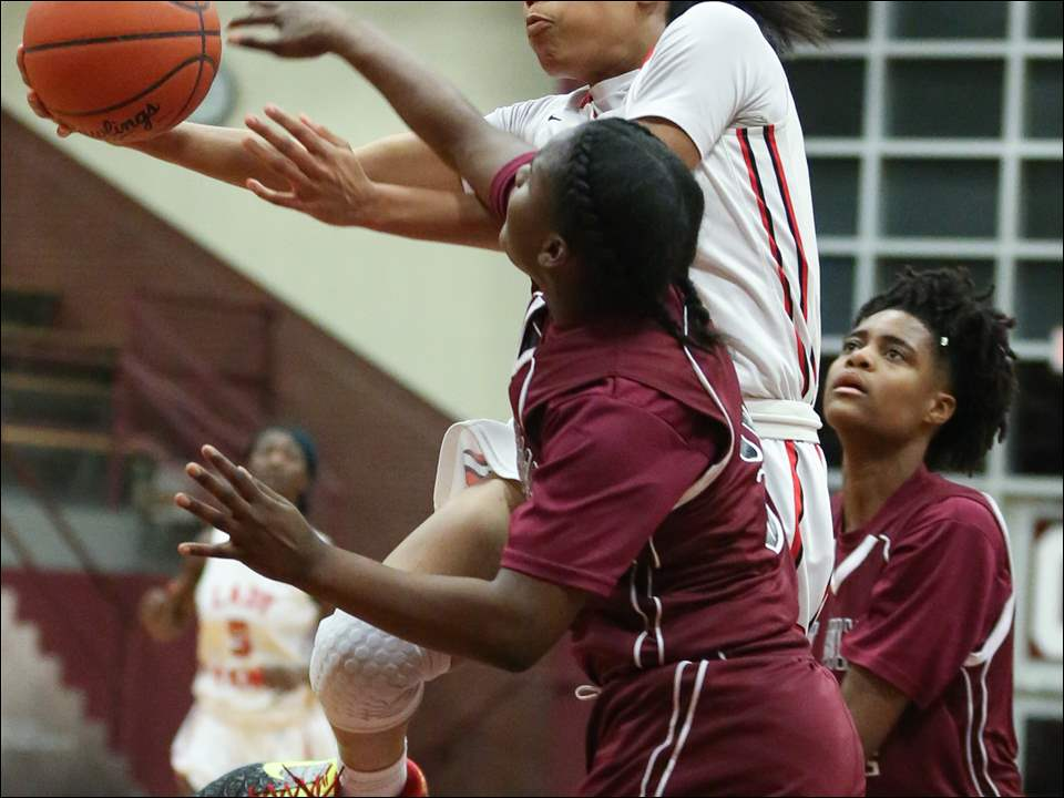 Rogers' Zia Cooke shoots against  Scott's Aaliyah Armstrong.