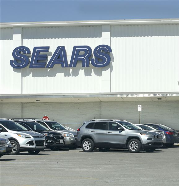 Sears Canada closing stores, cutting jobs as part of restructuring