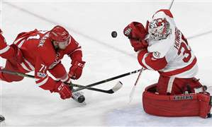 Red-Wings-Hurricanes-Hockey-17
