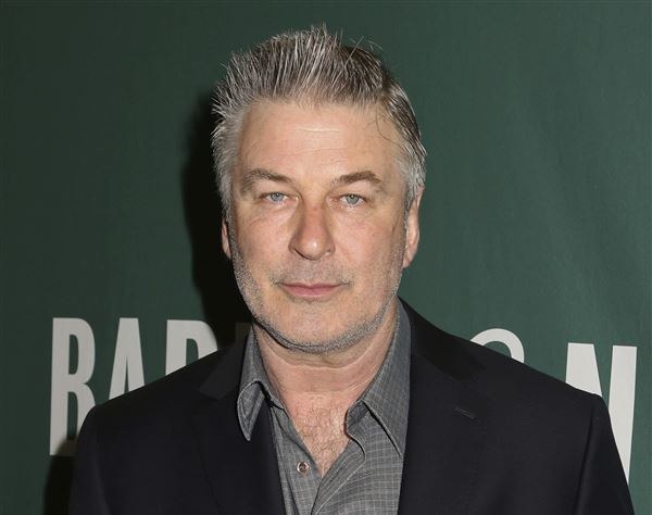 Alec Baldwin Talks 'SNL' Finale, and Renewing Vows with Wife Hilaria